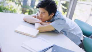 【解決策】働きたくない大学生が知るべき考え方と選択肢