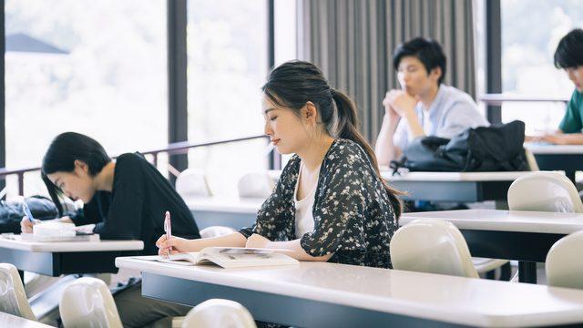 大学生がよく使う「代返」とは?代返する理由と考えられるリスクを解説